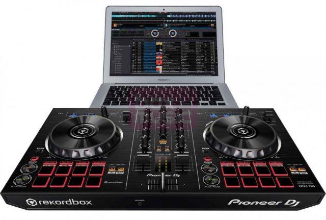 Pioneer DDJ-RB met laptop