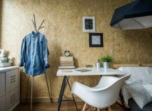 Studeer aan een bureau of tafel